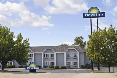 Days Inn By Wyndham Montgomery Near Aum